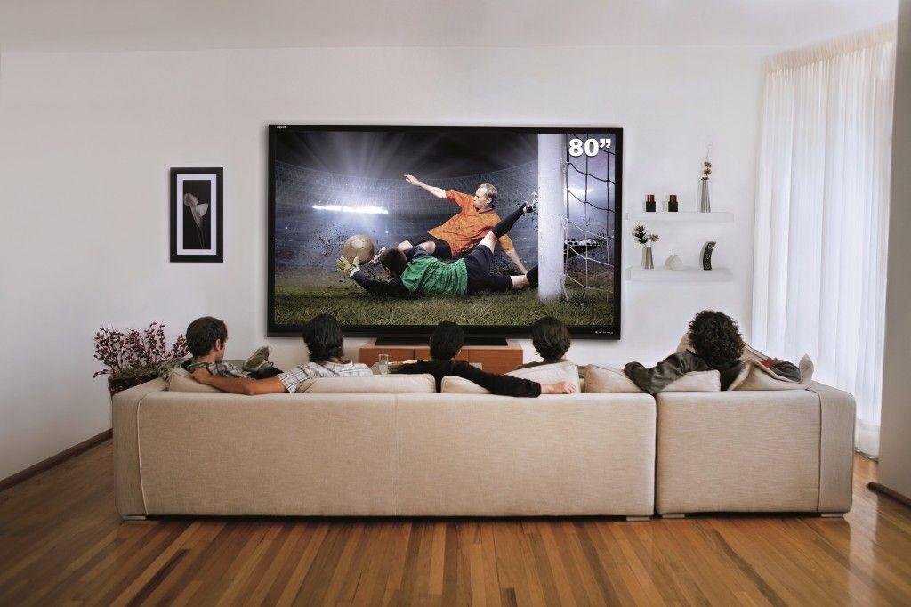 80 inch tv in living room latest pop designs for ceiling sharp estrena la pantalla mas grande del mundo home theatre on wall