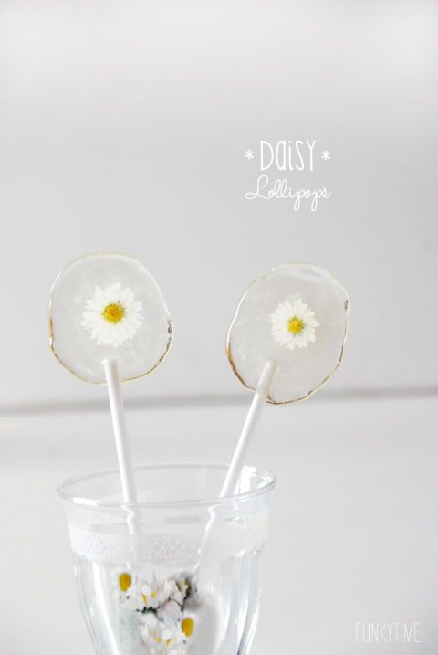 These dainty lollipops may just be too pretty to eat. Get the tutorial at Intimate Weddings.