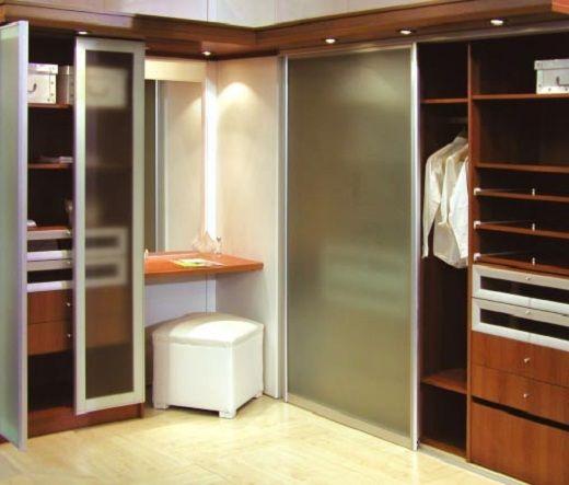Vestidores modernos con puertas buscar con google for Dormitorios modernos precios