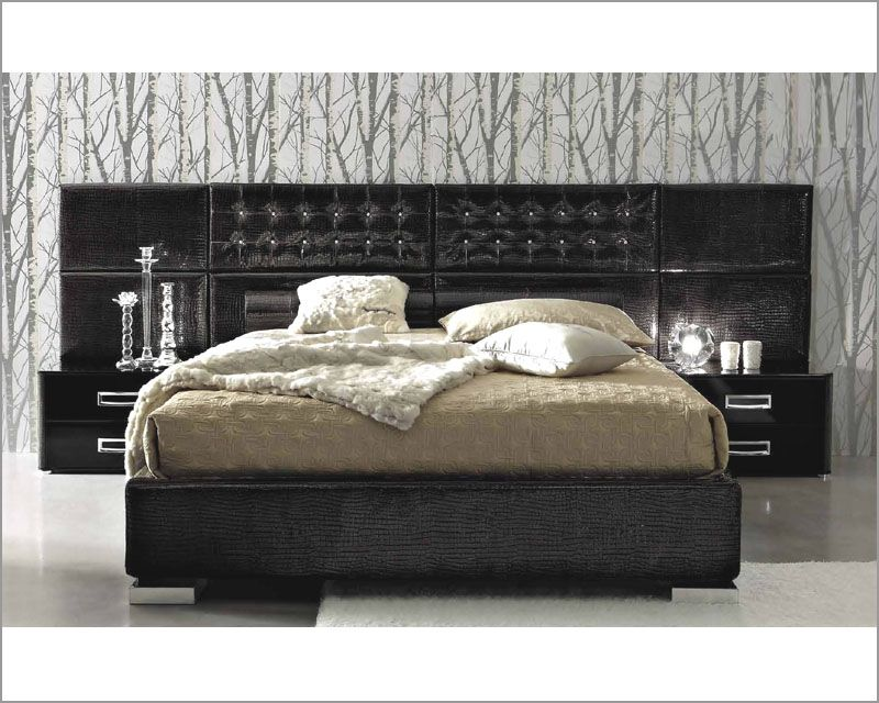 Contemporary 3pc Bedroom Set In Black Leather Glossy Finish 33b121 King Size Bedroom Sets King Size Bedroom Furniture Sets Leather Bedroom