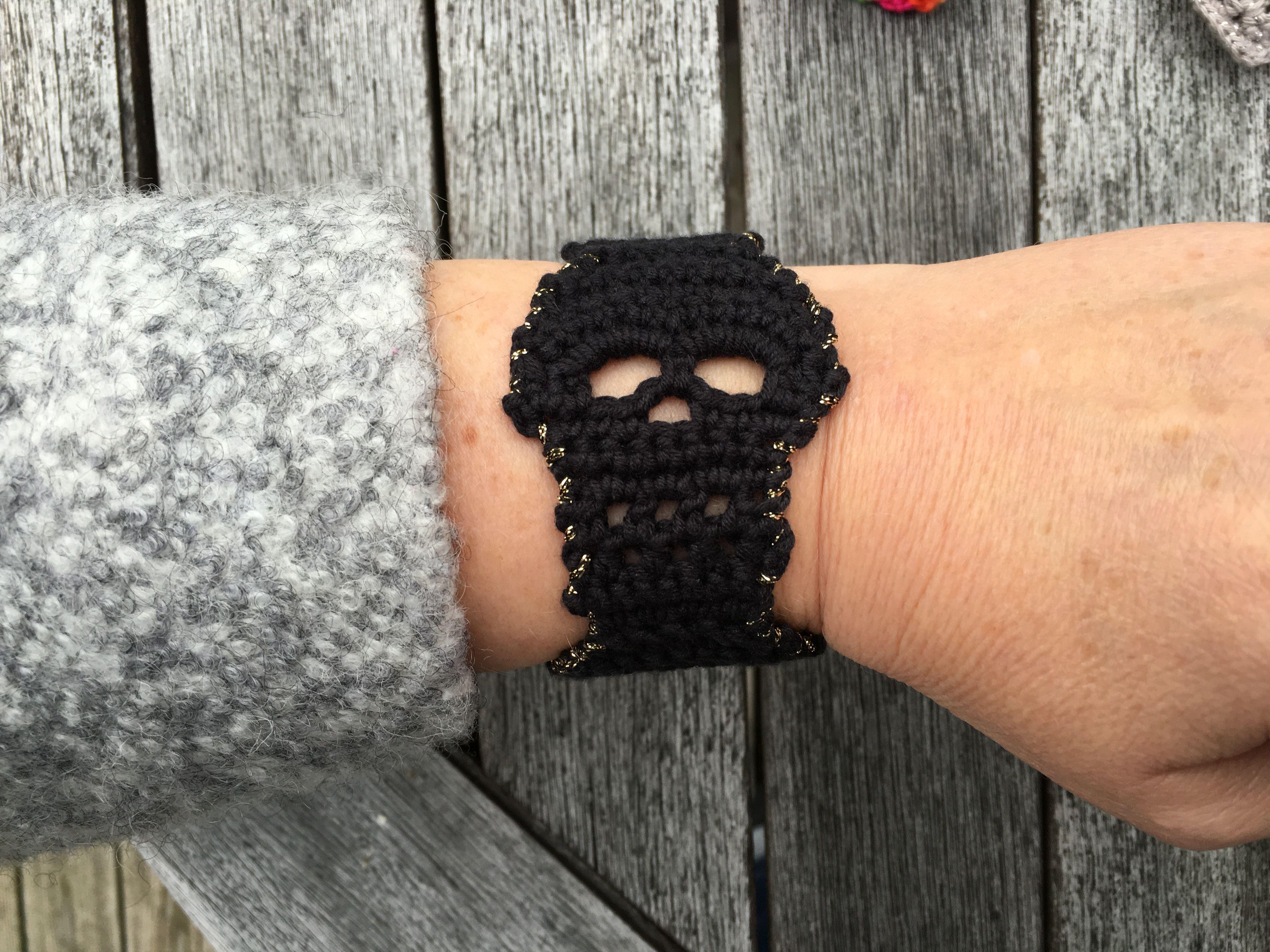 Crochet bracelet skull