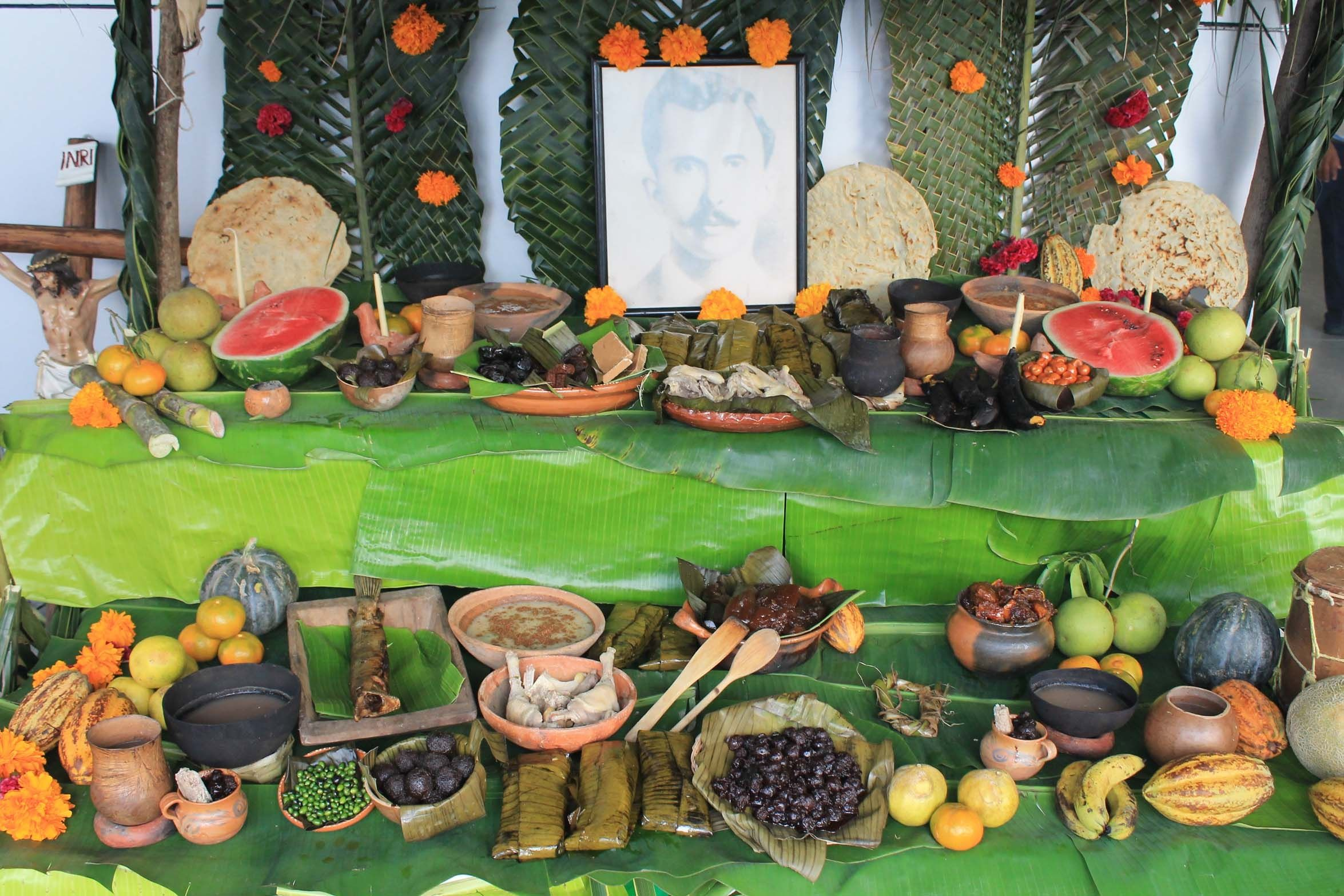 Parte de la exposici n de altares regionales por ind genas for Frutas ornamentales