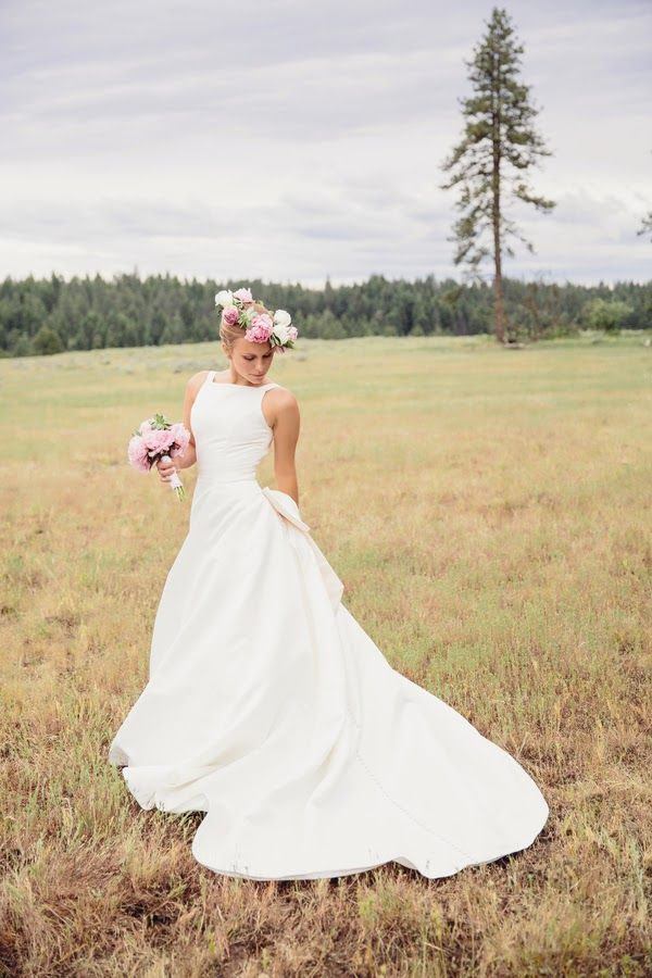 Shakespeare inspired woodland vintage wedding