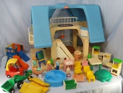 Ilovethe80sand90s Little Tikes Vintage Dollhouse I Loved Dollhouses As A Kid I Really Wish I D Gotten Into Childhood Toys Old School Toys Little Tykes