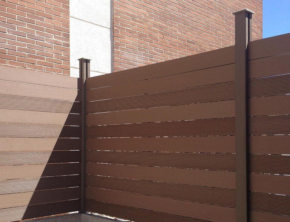 Vallas de material compuesto de madera y pvc especiales for Valla jardin pvc