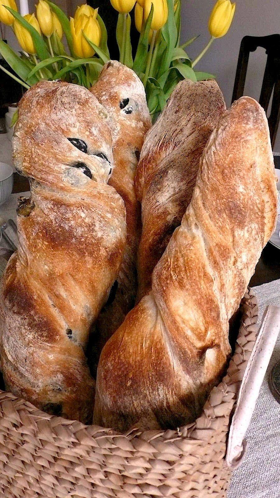 Bio-Mehl, Wasser, Salz und Fermentierter Vorteig aus wilder Hefe sind die Basis für Brot mit tollem Geschmack, Konsistenz und Aussehen...   ...