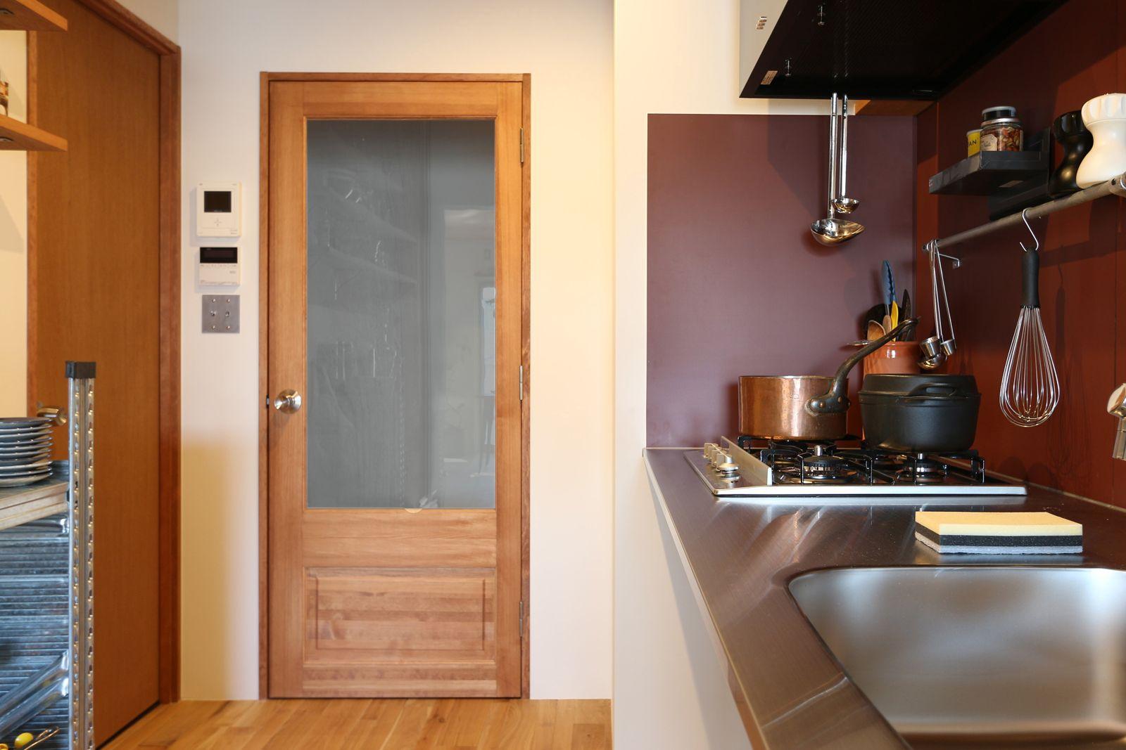 あなたの部屋色に染まります 木製パインドア ガラス引き戸 ガラスドア ツールボックス