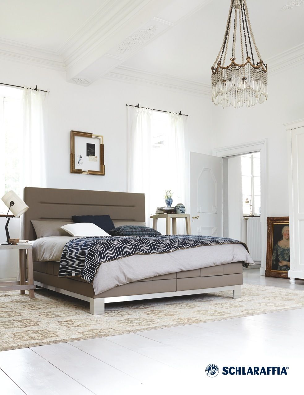 boxspring bett figaro von schlaraffia schlankes betthaupt mit markanten horizontalen akzent. Black Bedroom Furniture Sets. Home Design Ideas