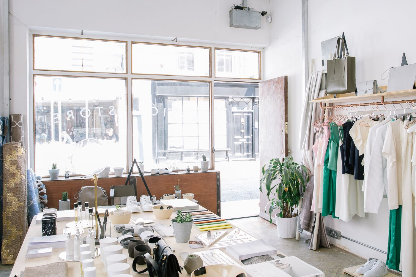 **How to style your shop** Marina Guergova, founder of Marina London has given us great tips on how to style your pop-up shop. Learn how to make your displays tactile, how to highlight products with different materials, how to keep your windows clear and how to have something for everyone. #howtos #tips #styleshop #popup