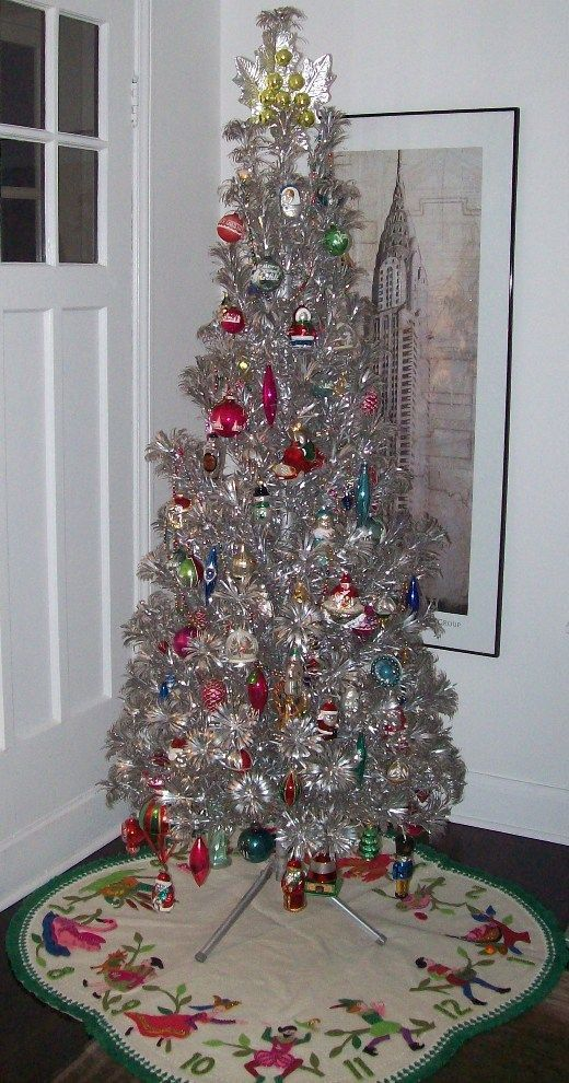 37 Awesome Silver And White Christmas Tree Decorating Ideas Tinsel Christmas Tree Silver Christmas Tree Vintage Christmas Tree