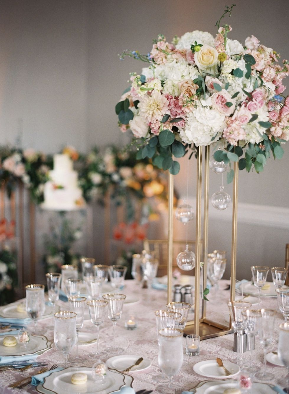 Pink And Blue Themed Table Setting For Wedding Banquet At Ritz Carlton Half Moon Pink And Blue Themed Table Setting For Wedding Banquet Dugun Fikirler Nisan