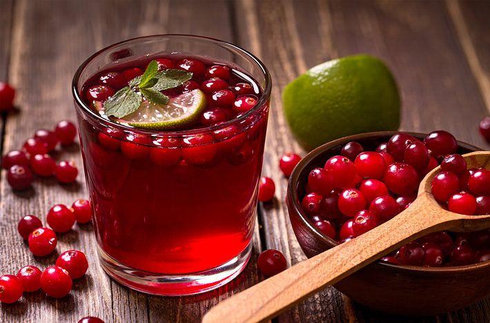 Le #proprietà #antibatteriche del Cranberry. Il cranberry è il frutto protettore per eccellenza del benessere delle vie urinarie