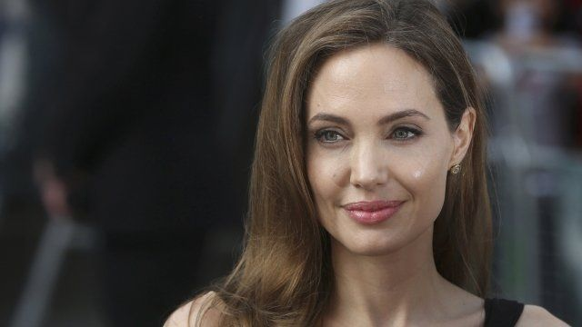 #AngelinaJolie was drug tested Read more >> http://bit.ly/2osSen8