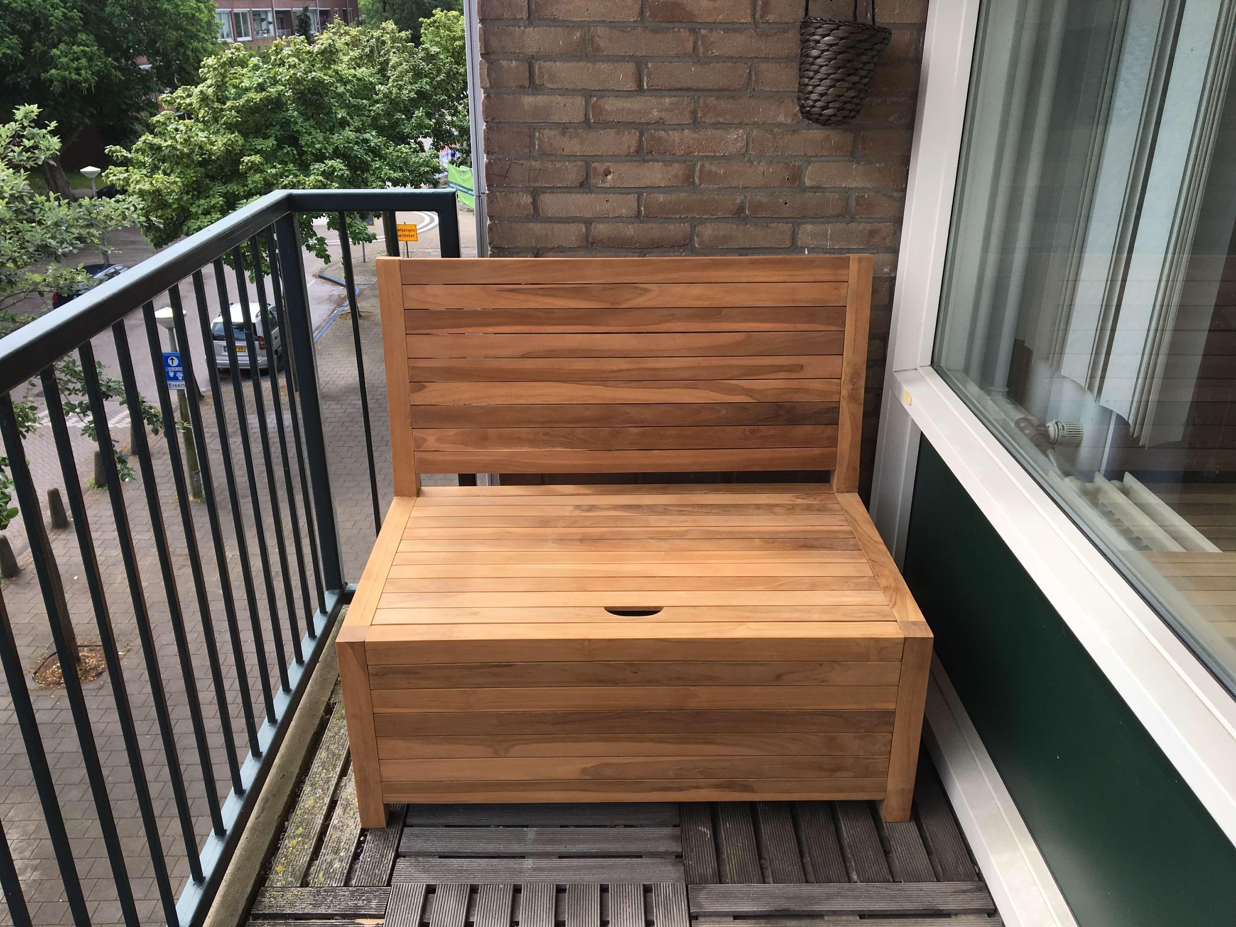 Leuk Een Balkonbankje Outdoor Furniture Home Decor Furniture