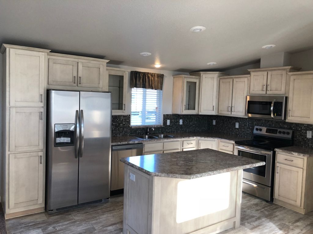 Three Bedrooms Two Bathrooms A Utility Room 1 900 Square Feet And Oodles Of Upgrade Options Get It All In Marlette S Spacious Rainie Kitchen Home Marlette