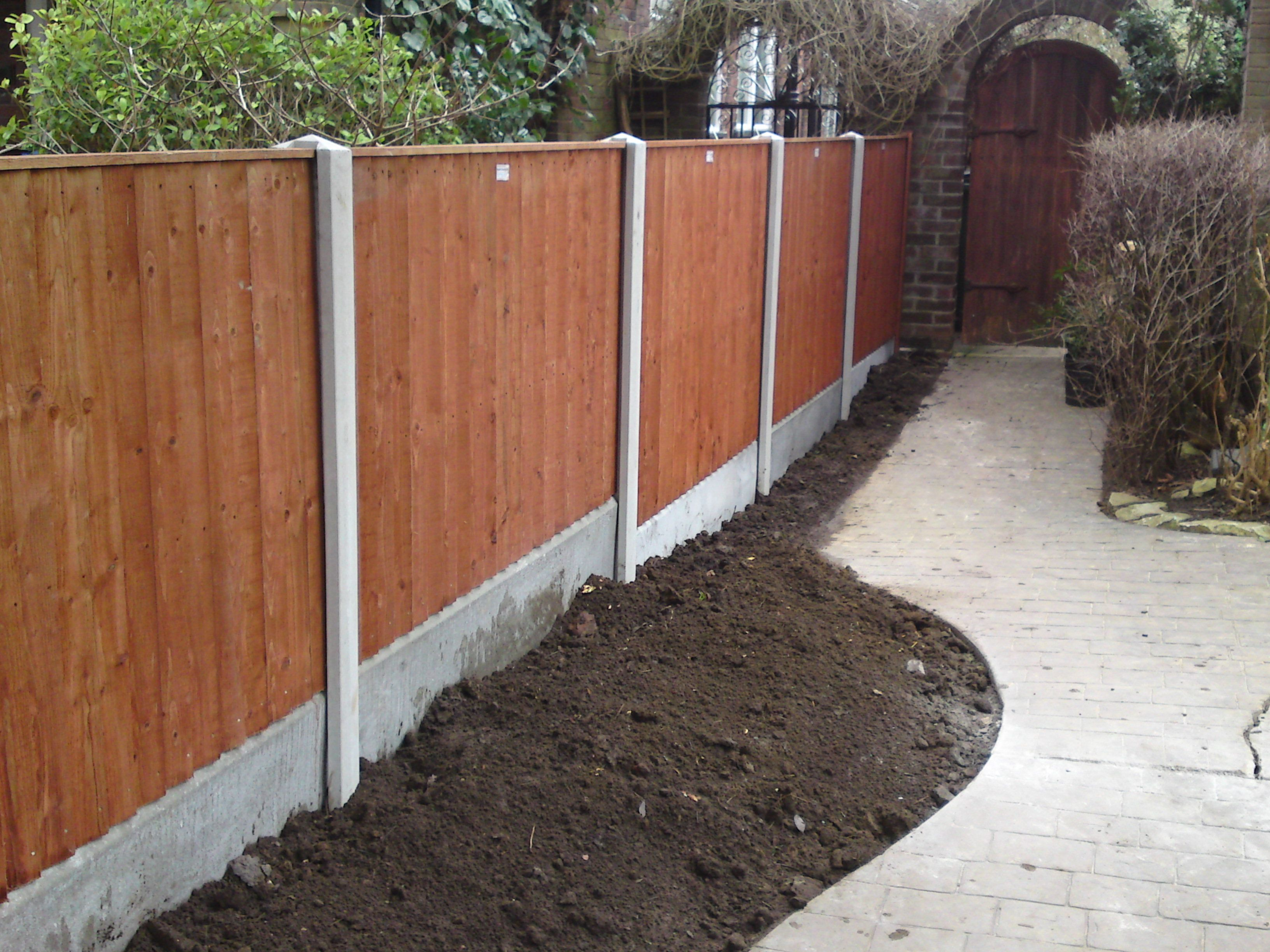 10 Garden Fence Ideas That Truly Creative Inspiring And Low Cost Concrete Fence Posts Concrete Fence Black Garden Fence
