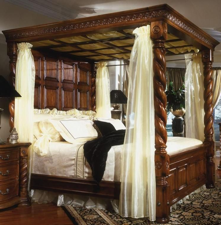 King Size Antique Reproduction Four Poster 4 Poster Bed Beautiful