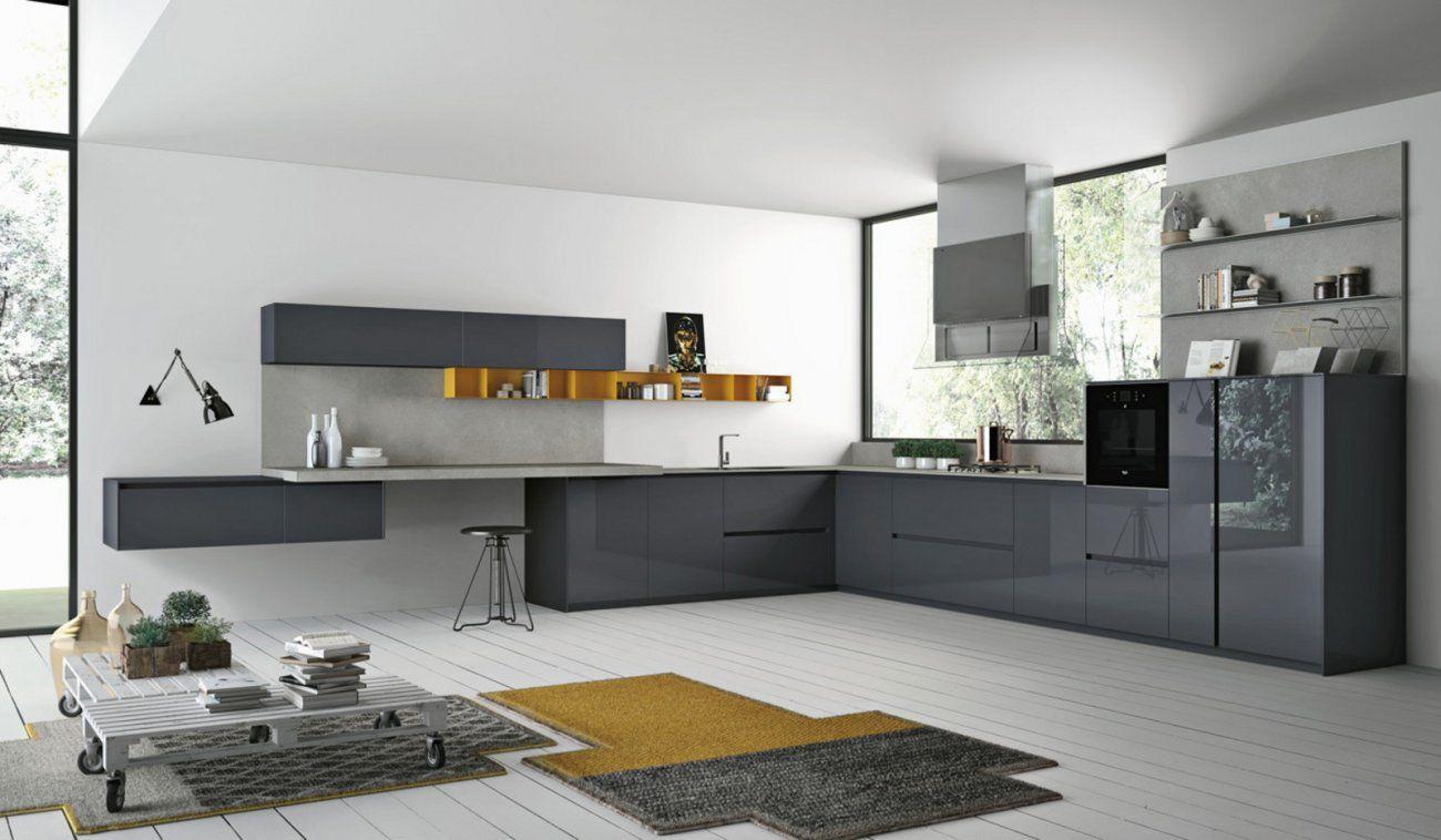 Cocina equipada con puertas de cristal, el diseño de la cocina en Corian ®