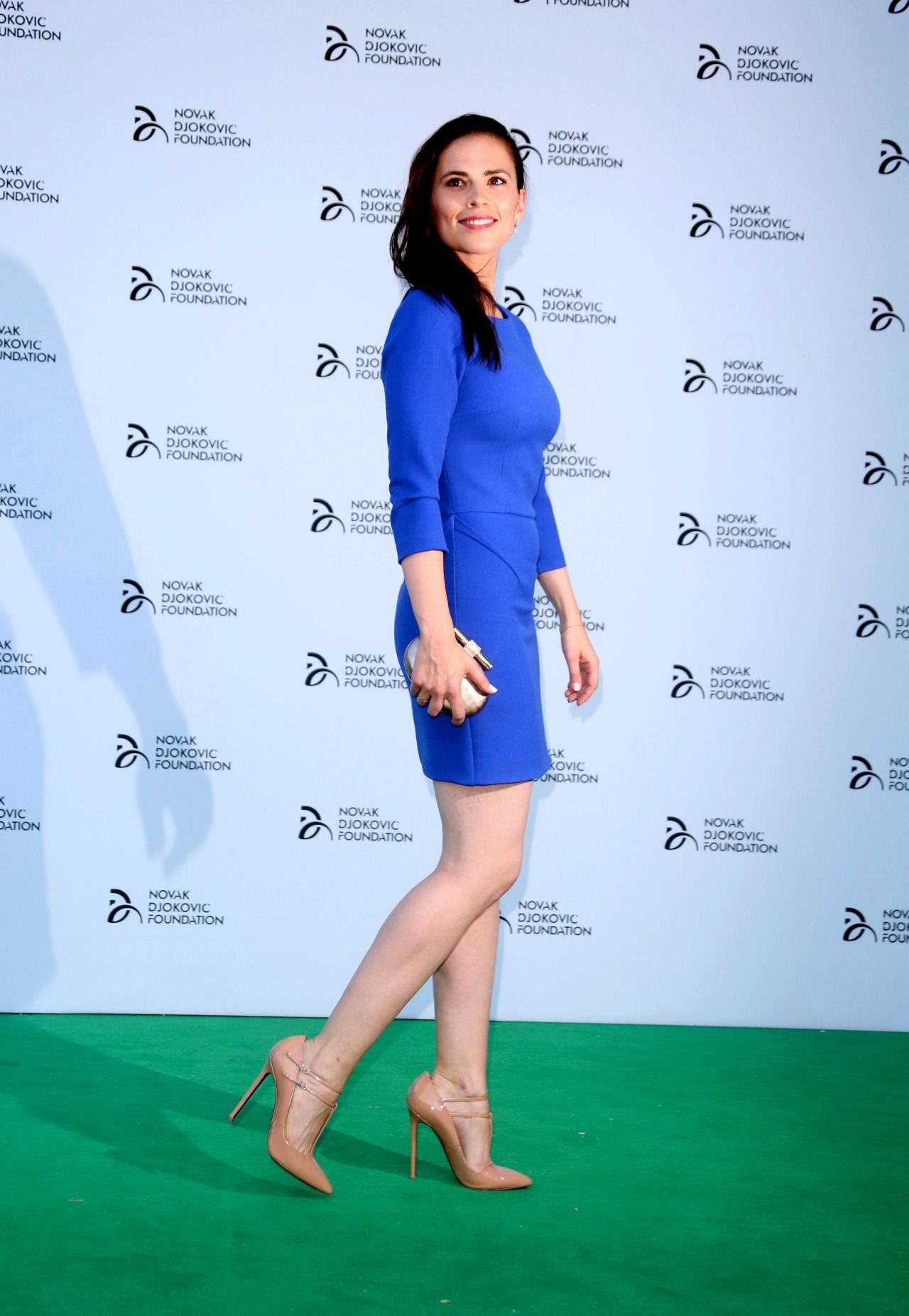 20ebc9728af4 Hayley Atwell sexy legs on a lovely blue dress and high heels ...