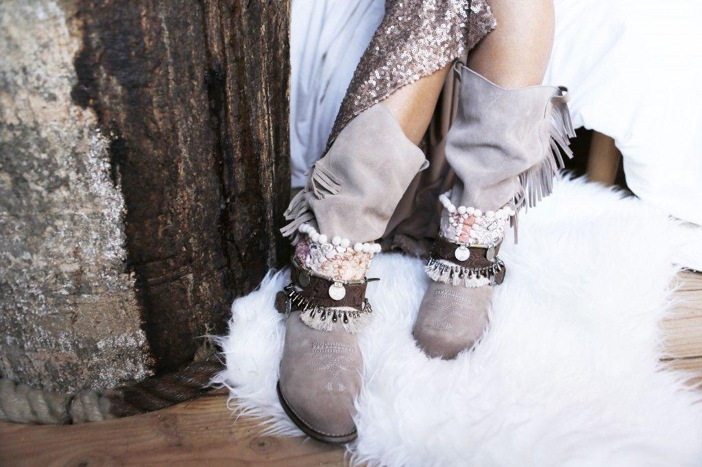 Tribal Fringe Layer by Layer Boots. Botas étnicas. Handmade boots coins pompones flecos fringe. Bohemian boho style sekins