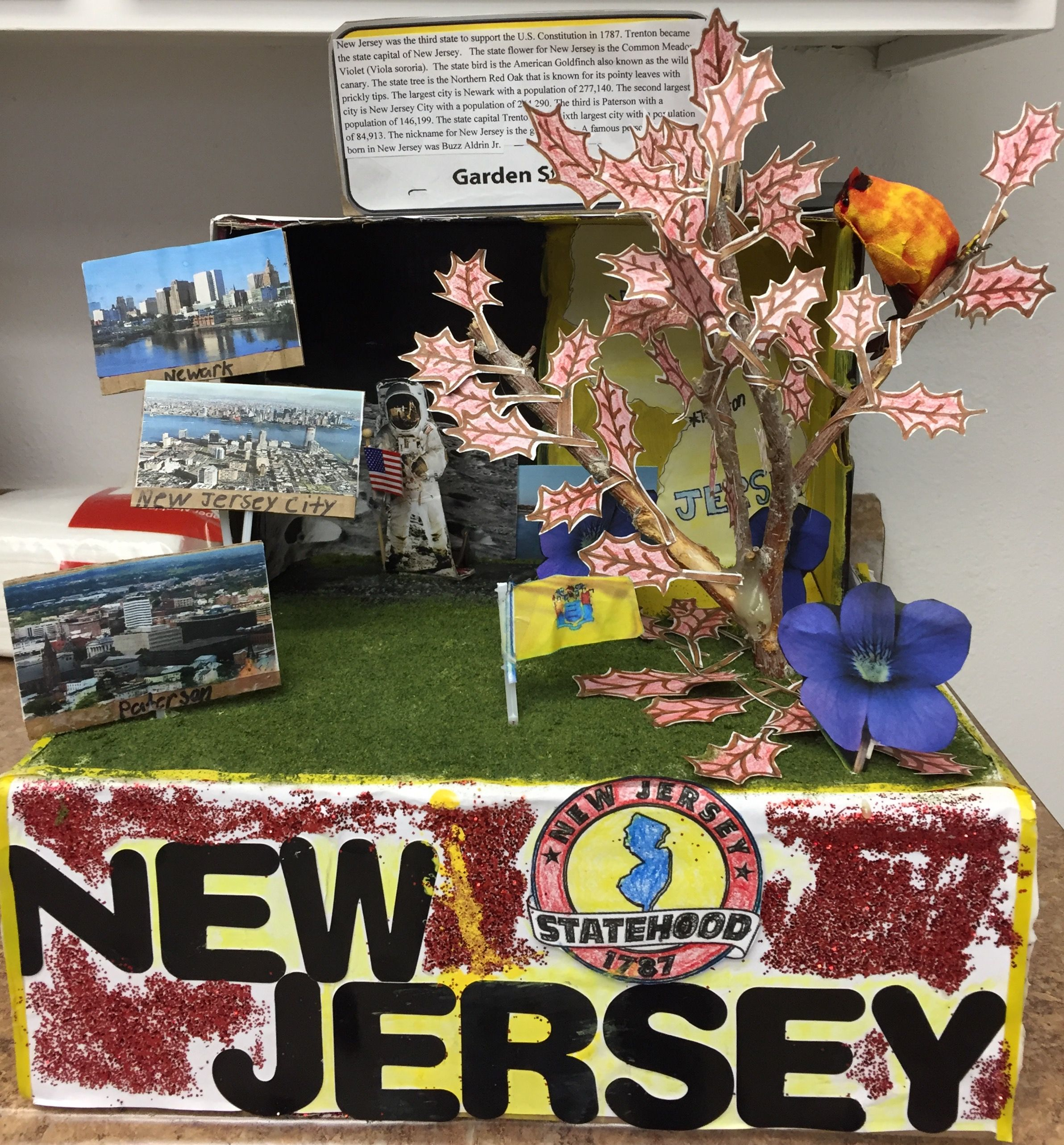 New Jersey State Float Displays state bird, tree, flower