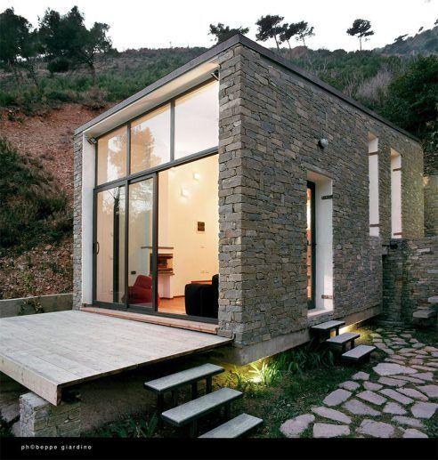 Casa de pedras rustica e moderna fachadas modernas de for Casa moderna rustica