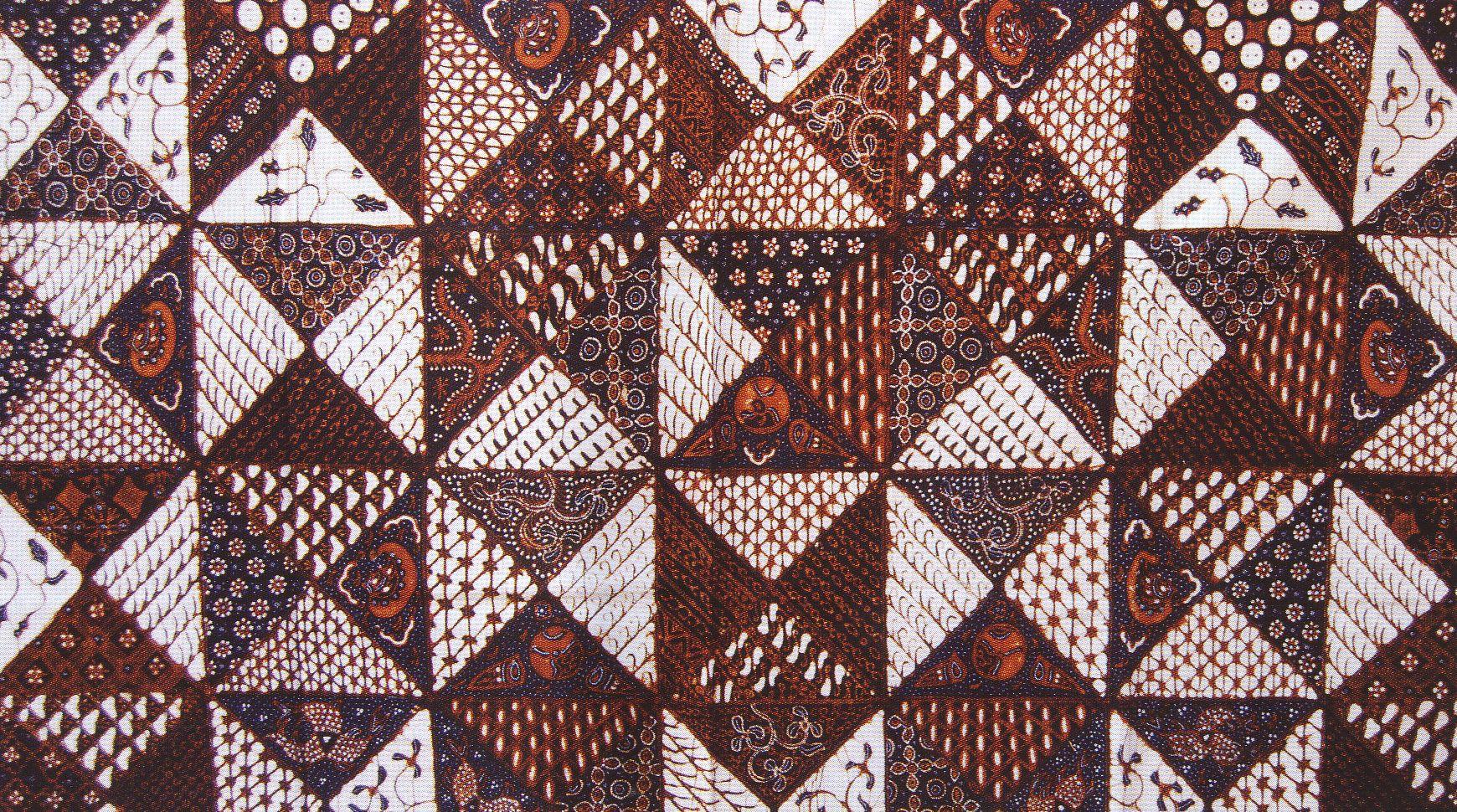 Motif batik tambal memiliki arti menambal atau memperbaiki hal-hal yang  rusak. Dalam perjalanan hidupnya 73ed1d45a1