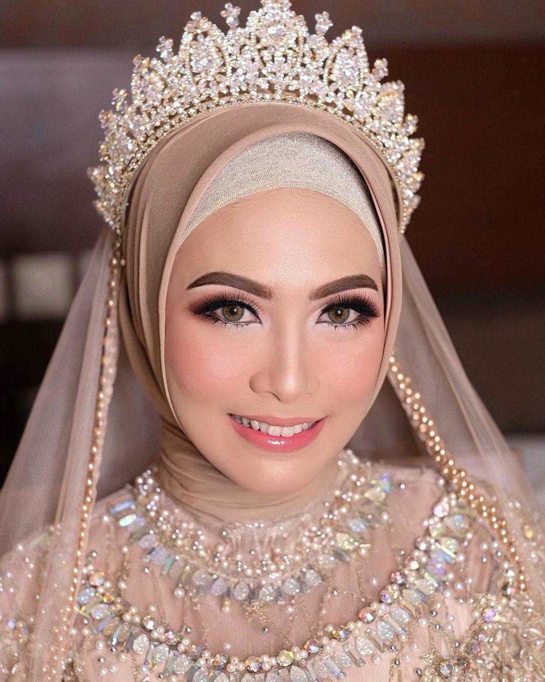 Inspirasi Maekup Modern Untuk Yang Berhijab Rias Wajah Pengantin Kerudung Pengantin Makeup Pengantin