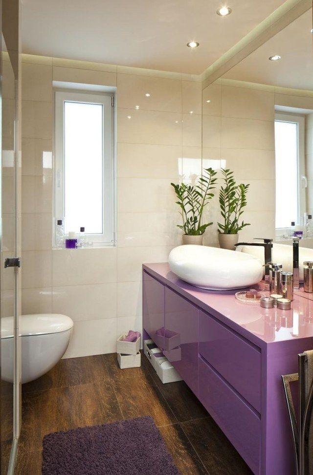 Kleines Bad Einrichten Ideen Lila Hochglanz Waschtischschrank Bodenfliesen  Holzoptik