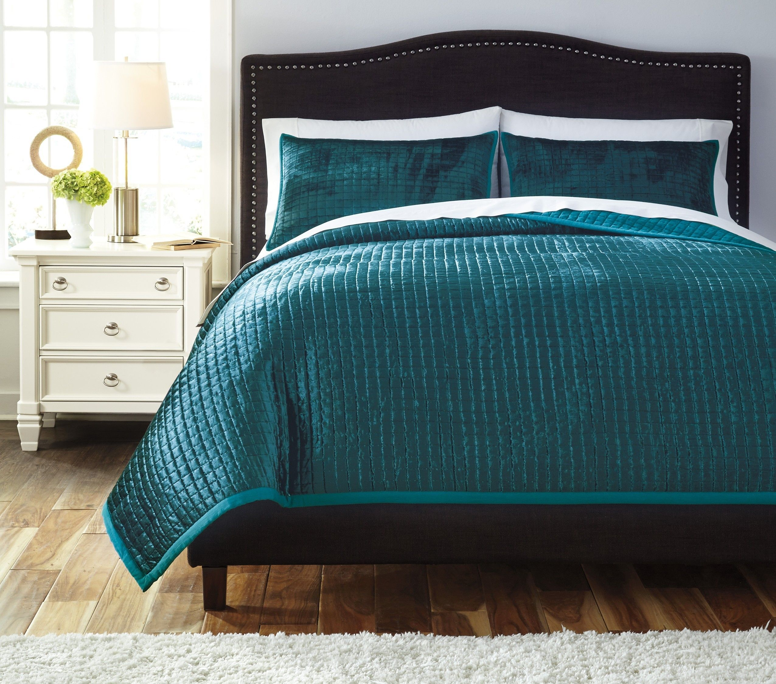 Ashley Furniture Stitched Peacock Quilt Set Realistic Decor