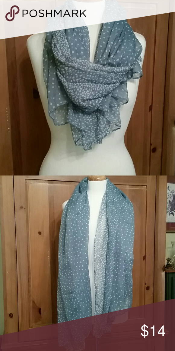 🌻Aqua green and white scarf Very soft scarf.  Can be worn a multitude of ways. Accessories Scarves & Wraps