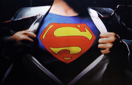 """Erste Hilfe: Kennst Du diese 7 """"Superman"""" Tools bei Sportverletzung?"""