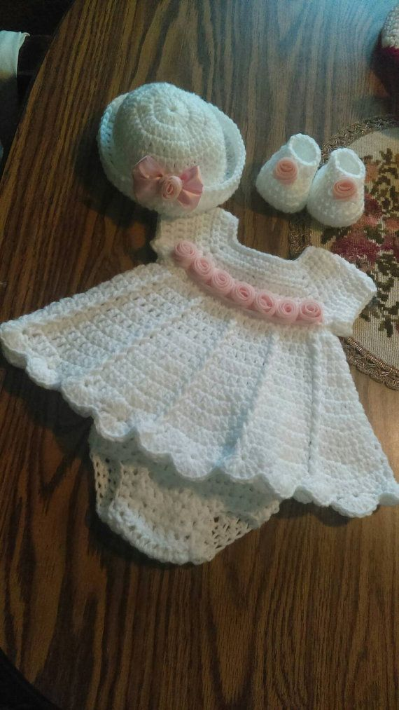 Beautiful white crochet baby dress set with pink roses | bebés ...