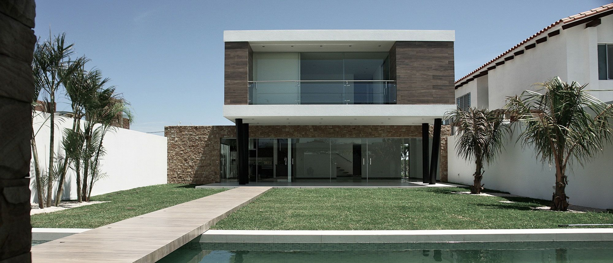 Modern Cube House Design With Swimming Pool Inspiring