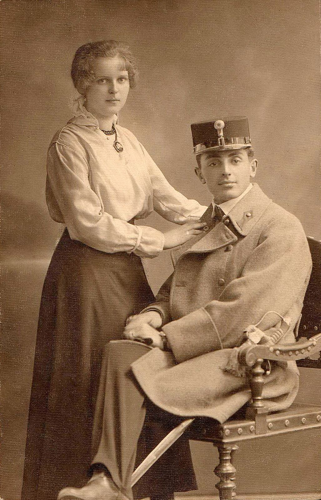 https://flic.kr/p/dMtqyr | Young couple | Cabinet card ~1910s, Hungary Found photograph Empty reverse