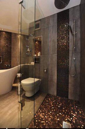 salle de bain de luxe décorée d\'une mosaïque dorée et un ...