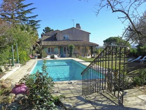 Villa - Carcassonne Carcassonne Located in Carcassonne in the Languedoc-Roussillon Region, this villa is 1.3 km from Pont Rouge Industrial Zone. The villa is 1.4 km from Tribunal d'Instance - Magistrates Court. Free WiFi is provided throughout the property.