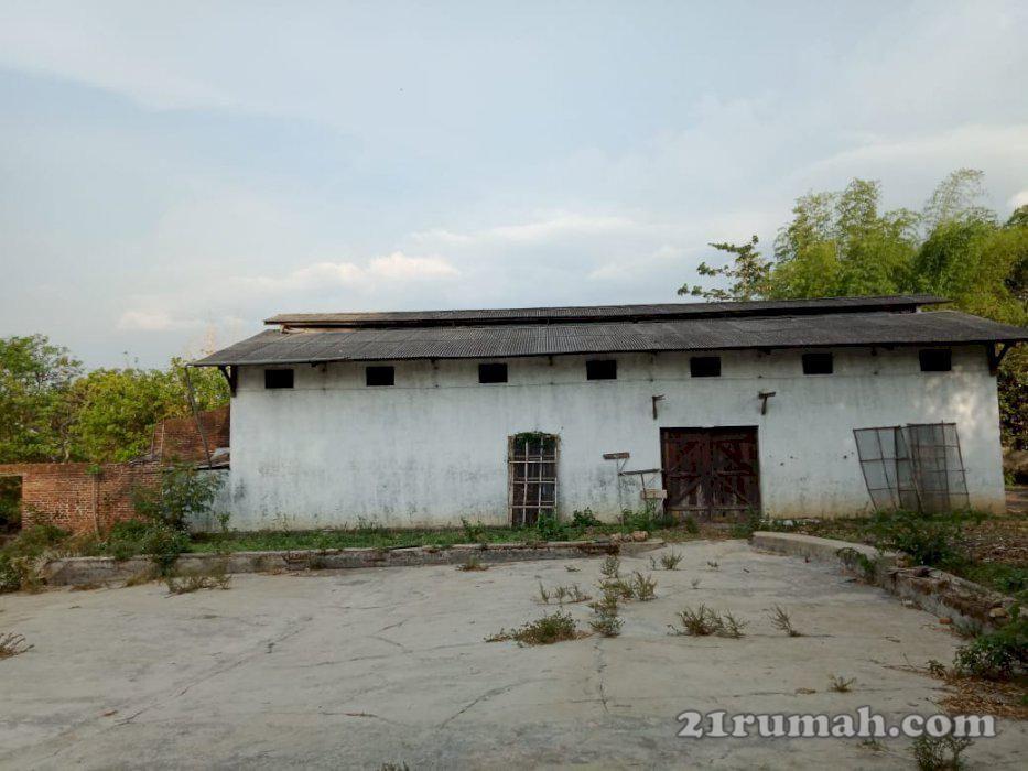 Tanah Dan Bangunan Gudang Garage Doors Garage Outdoor Decor