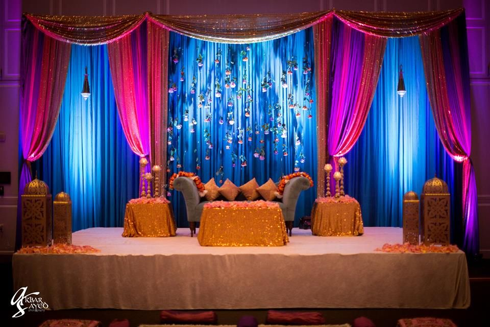 Mehndi Backdrop Diy : Suspended roses spanned the backdrop for this mehndi sangeet