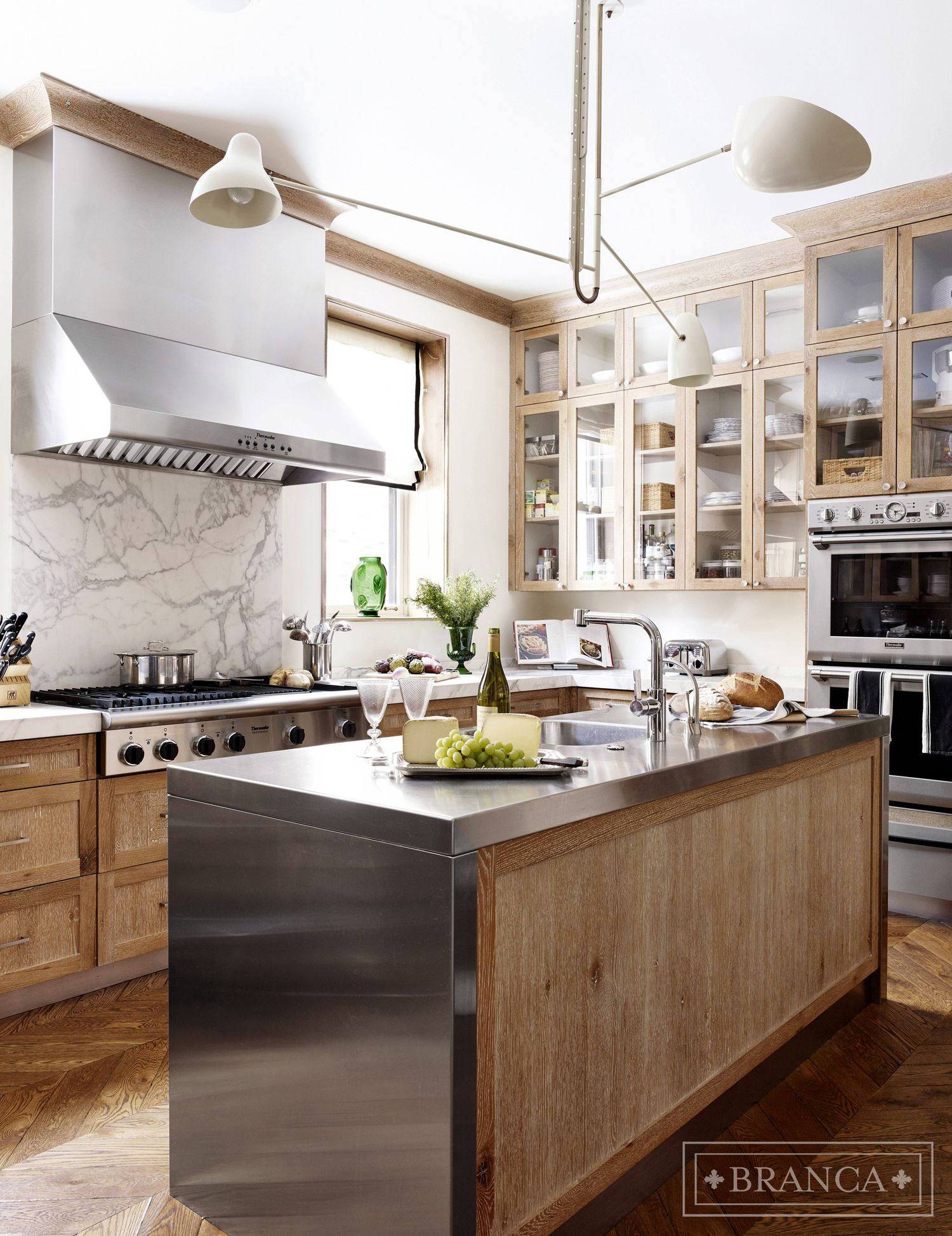 Distressed Wood Cabinet Kitchen With Striped Stone Island And Black Storage Luxe Interiors Design White Oak Kitchen Oak Kitchen Interior Design Kitchen