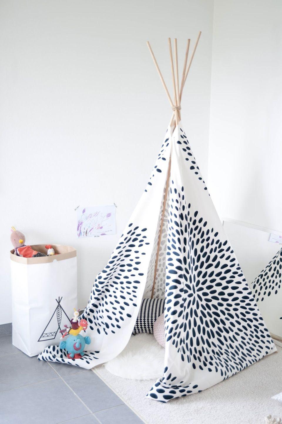 un tipi diy pour la chambre des enfants diy chambre. Black Bedroom Furniture Sets. Home Design Ideas
