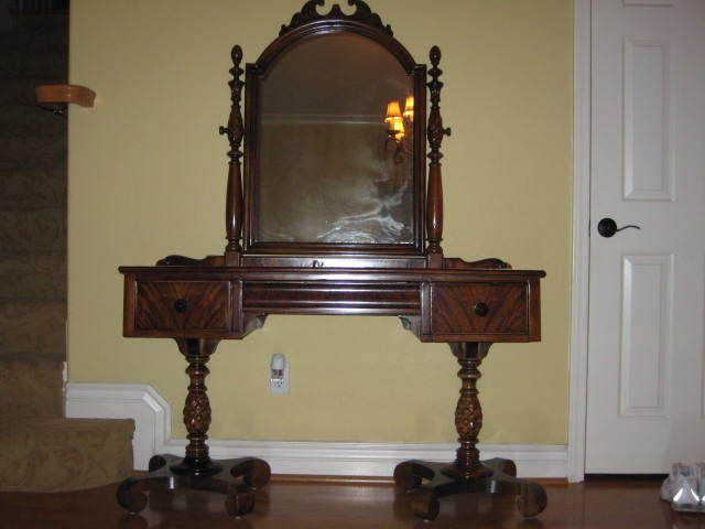 Collectibles General (Antiques) / Berkey U0026 Gay Furniture (piece)