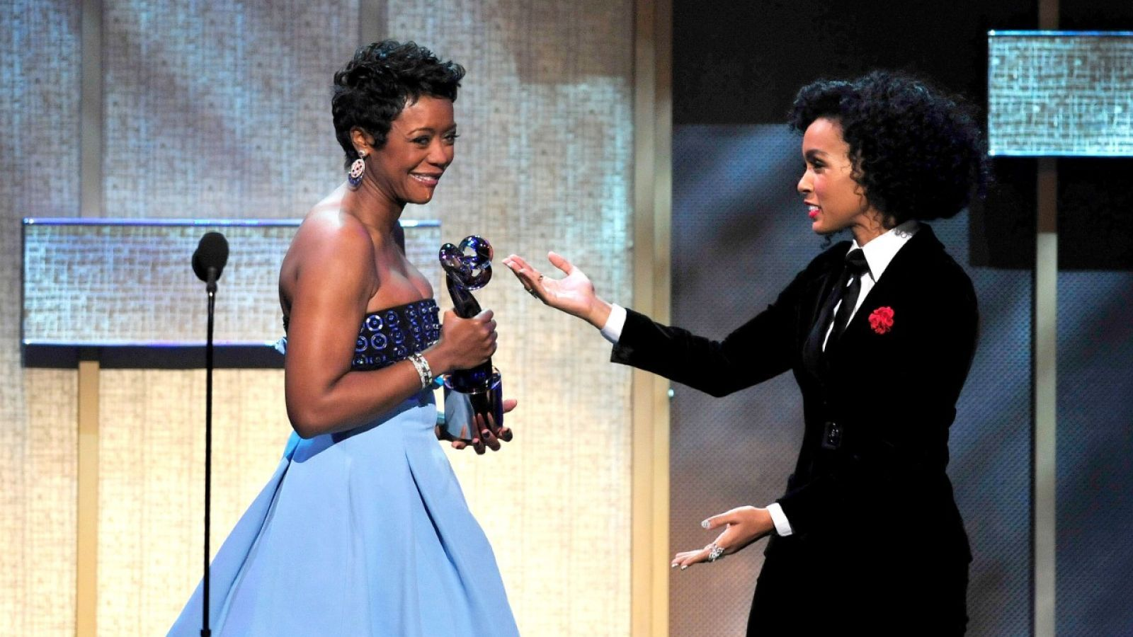 """#BETHonnors Mellody Hobson;  Drops a Major Key to Success - """"Be Brave, Not Color Blind."""" Great recap of Mellody Dobson's powerful #TED2014 talk on #racism http://bit.ly/1oEVnqt"""