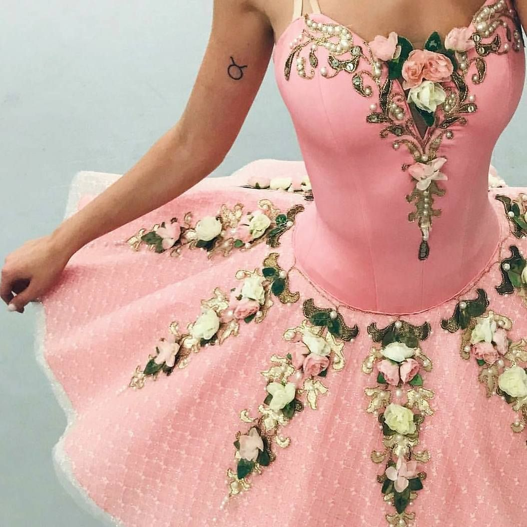Pin de Olivia Cain en Ballet tutus   Pinterest   Vestuarios de danza ...
