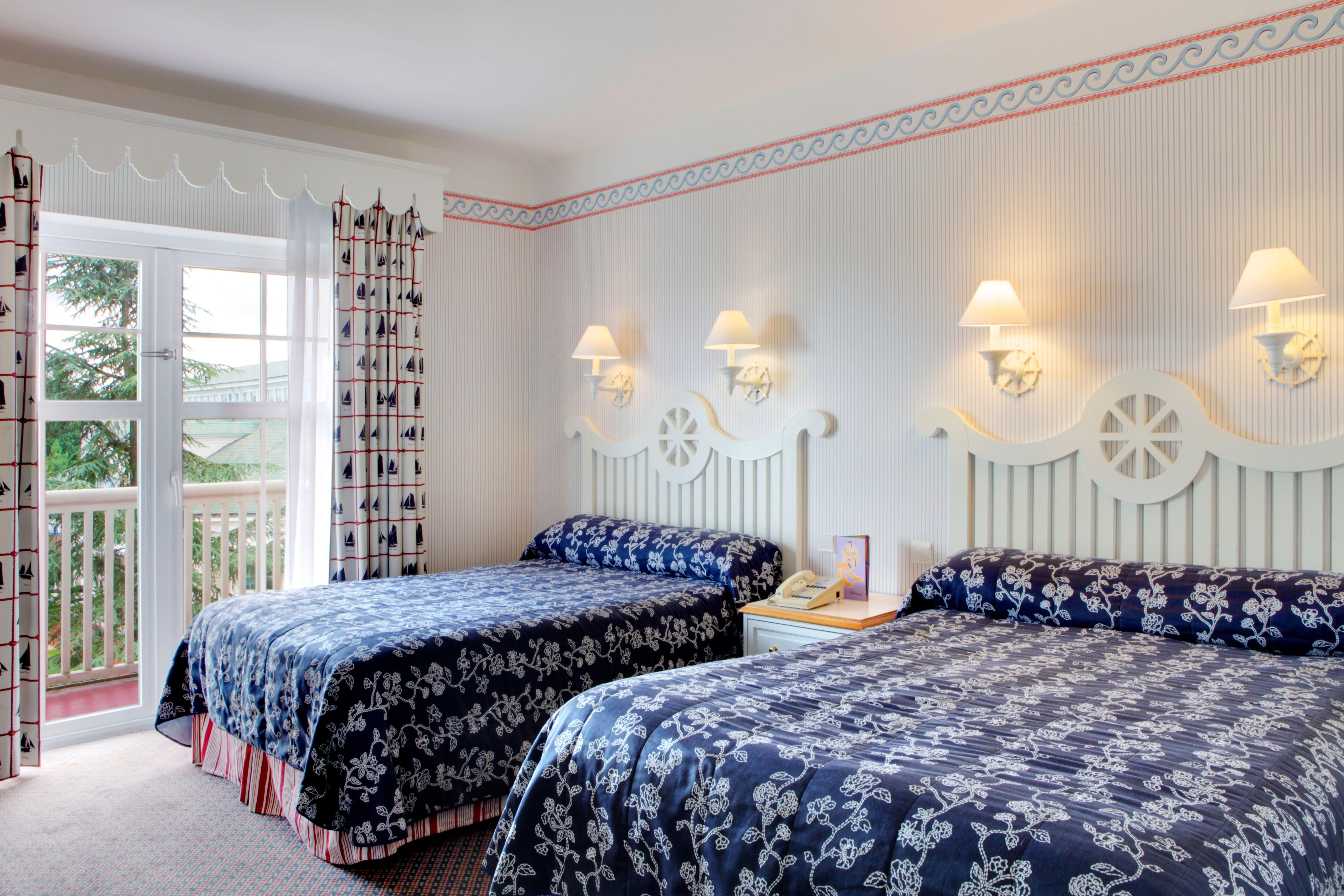 Disney hotels newport bay club standard double room for Standard hotel paris