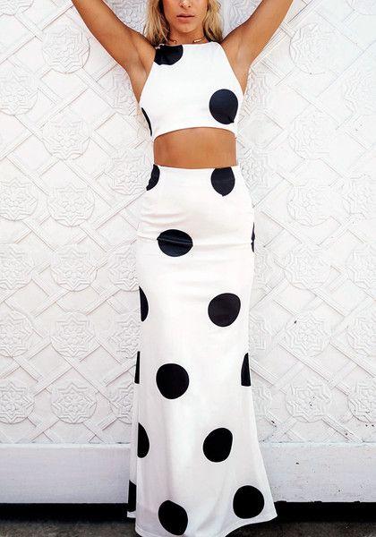 dac6441ffebd Full front of girl in large polka dot two-piece dress   Mi mundo in ...