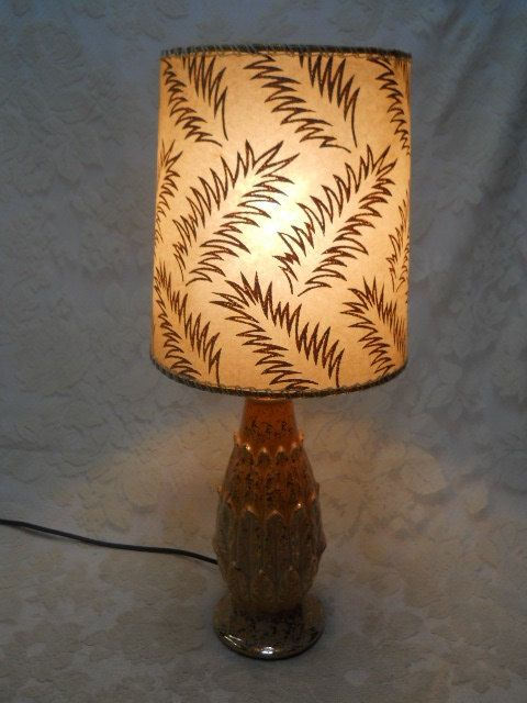 Vintage 1950 S Mid Century Retro Pink W Gold Pineapple Shaped Lamp W Fiberglass Shade Mid Century Lamp Lamp Small Lamps