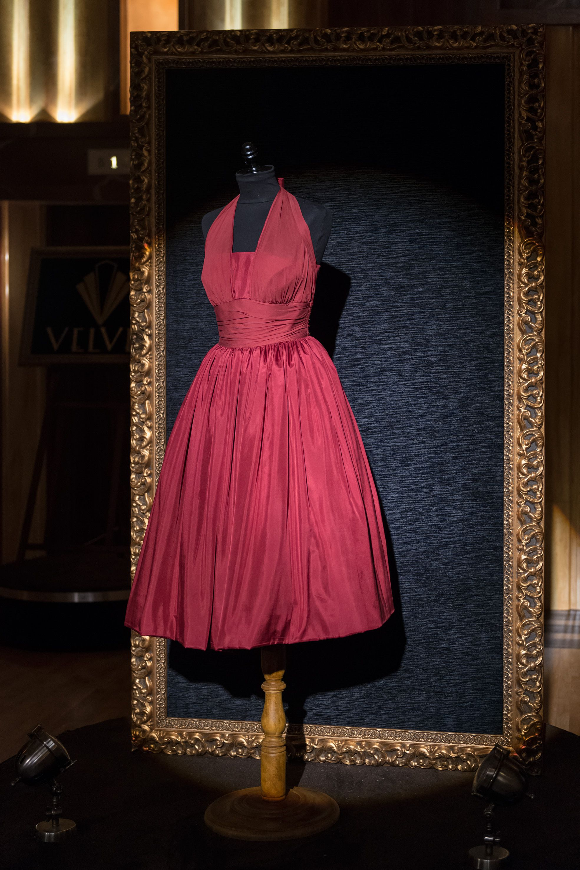 Me Encanta Quiero Uno Igual Vestido Rojo Velvet Vestidos Rojos Vestidos De época