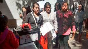 El Consejo Estatal de la Mujer y Bienestar Social entrego los Kits de herramientas de electricidad a mujeres de Tepetlaoxtoc que tomaron el curso de electricidad en meses pasados, esto con la convocatoria del Consejo Municipal de la Mujer encabezado por C