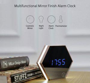 Leuke gadget voor in de slaapkamer :-) Een wekker, nachtlamp ...